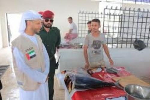 مندوب الهلال الإماراتي يزور أسواق مشروع ألف باب رزق بمديرية المنصورة في عدن
