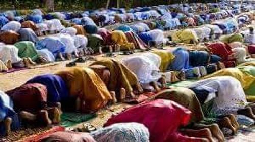 شاهد.. قرية إفريقية كاملة تعتنق الإسلام على يد شيخ سعودي
