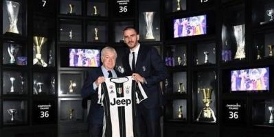 يوفنتوس الإيطالي يكرم مدافع الفريق بوضع قميصه في متحف النادي