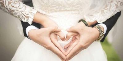 دراسة تتوصل لفارق العمر المثالي بين الزوجين