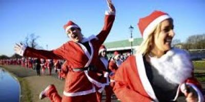 """للعام الثالث.. سباق """"بابا نويل"""" الخيري ينطلق بسان بطرسبورغ """"فيديو"""""""