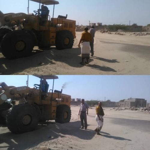 رفع الكثبان الرملية من طرقات زنجبار (صورة)