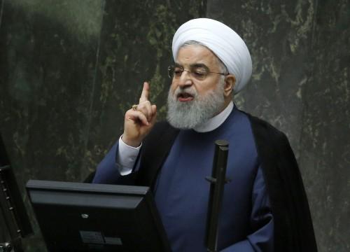 نواب الأحواز يجبرون روحاني على قطع خطابه خلال تقديم موازنة 2019