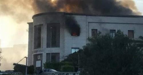 شاهد لحظة تفجير مقر وزارة الخارجية الليبية بطرابلس
