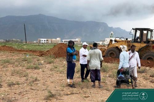 بداية أعمال الحفر لتأسيس مدرسة سرهن في محافظة سقطرى