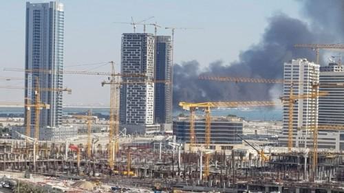 اندلاع حريق في برج قيد الإنشاء بأبو ظبي