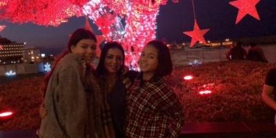 """رانيا يوسف تنسى أزمة فستانها وتحتفل بالكريسماس مع بناتها """"صور"""""""