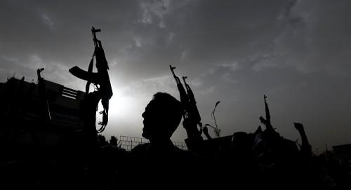"""خلافات بين ميلشيات الحوثي بعد مقتل 12 قياديا في """"صرواح"""""""