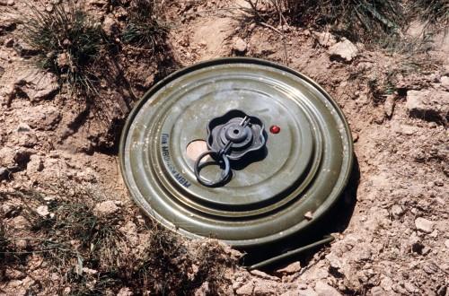 مصادر: المليشيا تنزع الألغام من طريق مرور الفريق الأممي