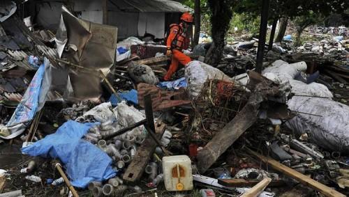 """إندونيسيا ترفع مستوى التحذير من بركان تسبب في """"تسونامي"""""""