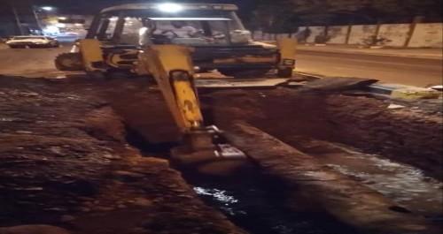 """"""" القائم بإعمال المدير العام لمؤسسة المياه """"  الفرق تعمل على إصلاح الكسر"""