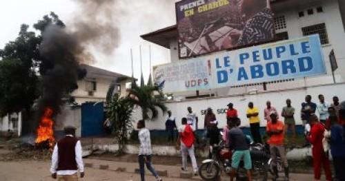 محتجون بالكونغو ينهبون مركزا لعزل مرضى الإيبولا