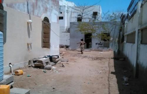 حي العريش بعدن يعاني من انقطاع المياه منذ 13 يوماً