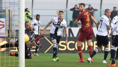 روما يفوز على بارما 2-0 في الدوري الإيطالي