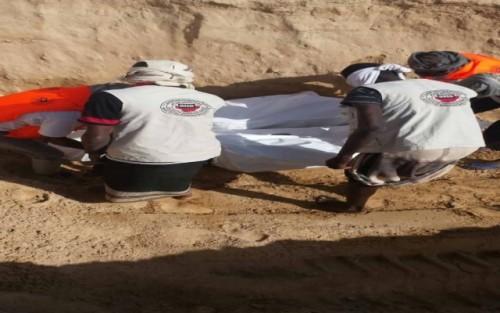 العثور على 9 جثث مدفونة بمنطقة مخلفات عشوائية بعدن