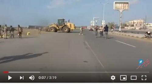 بالفيديو.. المقاومة المشتركة تفتح الطريق أمام المساعدات الإنسانية شرق الحديدة
