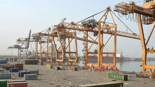 إعلامي: الحوثيون يسلمون الميناء للحوثيين