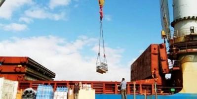 وصول باخرة صينية تحمل معدات لكهرباء عدن