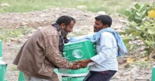 ب٧١ طناً..مركز الملك سلمان يوزع مساعدات غذائية في حجة