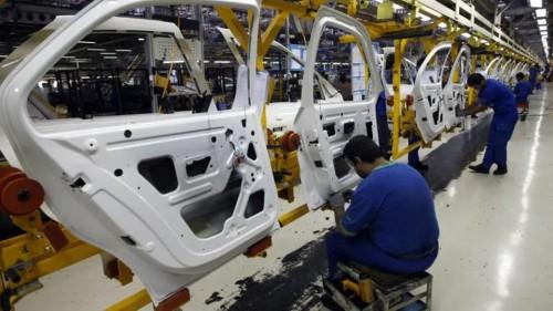 إنتاج السيارات بإيران يصاب بالشلل بنسبة 72%