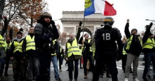 محتجو السترات الصفراء يحتفلون بالعام الجديد