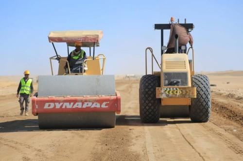 إنجاز 60% من مشروع إعادة تأهيل طريق صافر- غويربان بمأرب