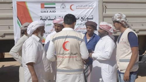 الهلال الإماراتي يختتم عام زايد بحملة مساعدات غذائية في حضرموت