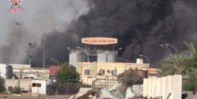 مستغلة وقف إطلاق النار.. عناصر حوثية تحرق مركزاً تجارياً في الحديدة