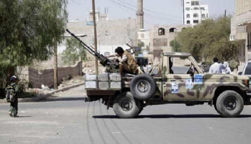 ناشط: الحوثي يعرقل مرور القوافل من ميناء الحديدة