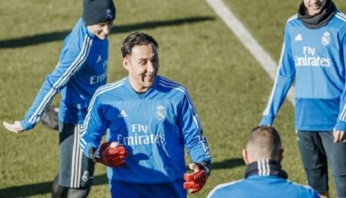 ريال مدريد يقرر تجديد عقد حارسه نافاس