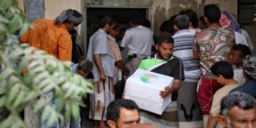 توزيع سلال غذائية لنازحي الحديدة في عدن