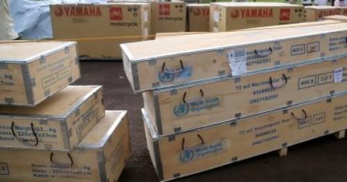 الجيش الروسي يوزع مساعدات غذائية على مخيم اليرموك