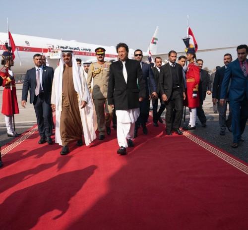 بن زايد يصل باكستان ويلتقي رئيس الوزراء