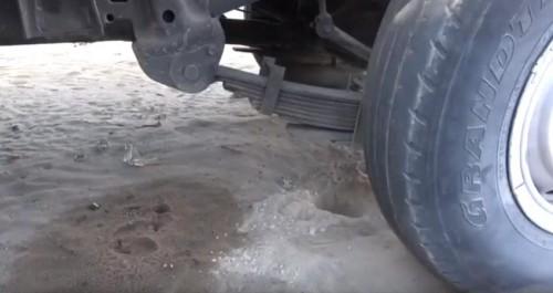 انفجار عبوة ناسفة وضعت بسيارة مواطن في الجوف