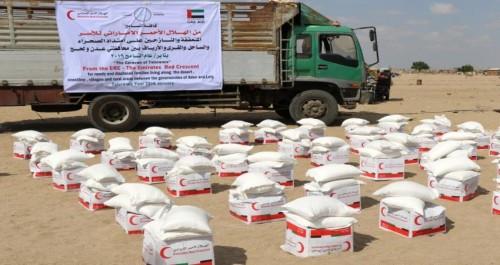 """الهلال الأحمر الإماراتي يدشن """"قافلة التسامح"""" غرب عدن"""