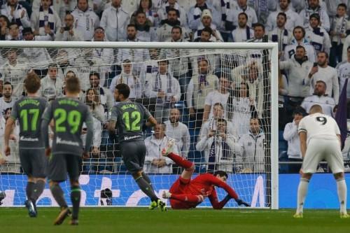 الريال يسقط بملعبه بثنائية أمام سوسييداد في مباراة مثيرة للجدل تحكيميا