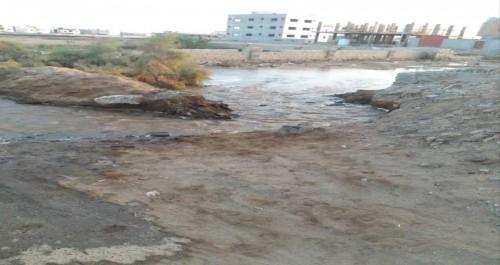 الانتهاء من إصلاح أنبوب رئيسي لإمدادات المياه بالعاصمة عدن