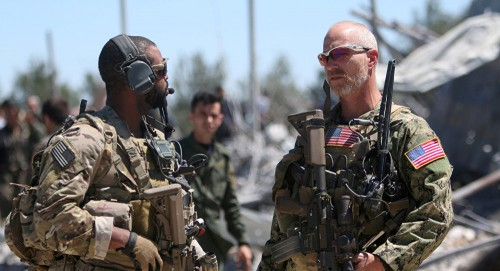 سياسي إماراتي يُفجر مفاجآة بشأن انسحاب أمريكا من سوريا