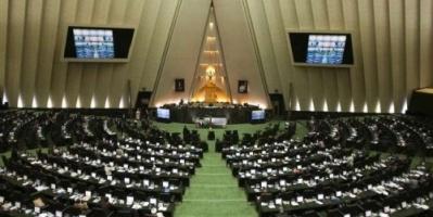 إيران تحقق في مزاعم تعذيب أحد قادة العمال داخل سجن