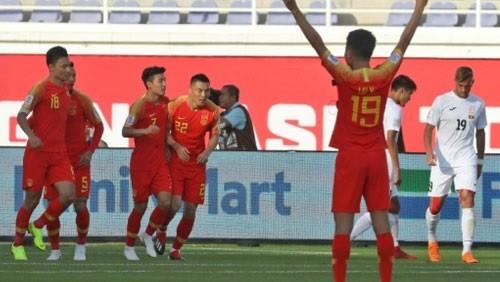 منتخب الصين يفوز 2-1 على قيرغيزستان