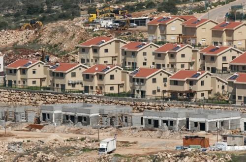 مسؤول فلسطيني يحذر من مشاريع استيطانية جديدة بالضفة