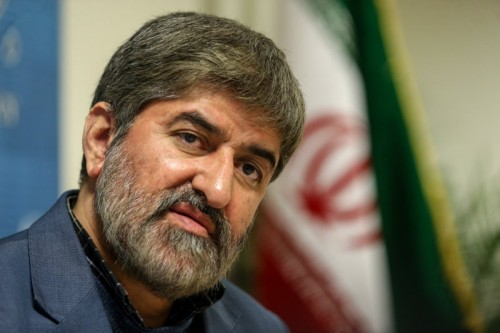 نائب البرلمان الإيراني يطالب باستفتاء على الحجاب