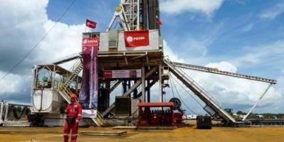 أسعار النفط ترتفع وسط احتمالات بزيادة الطلب