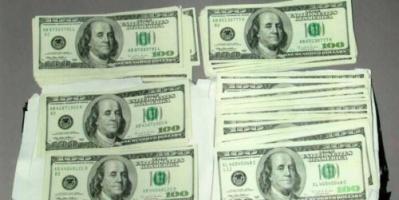 الدولار يرتفع متأثرًا بهبوط اليورو