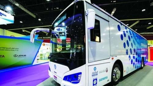 أبوظبي تكشف عن أول حافلة ركاب كهربائية بالكامل