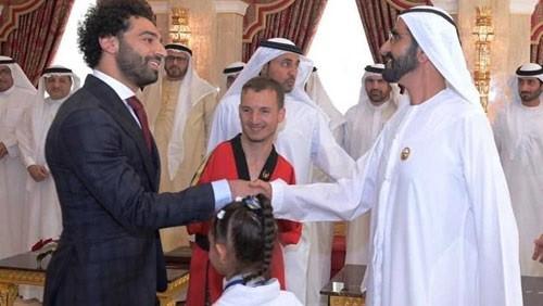 محمد صلاح يتسلم جائزة محمد بن راشد للإبداع الرياضي