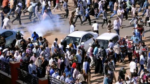 إصابة 9 متظاهرين بطلقات نارية بالسودان