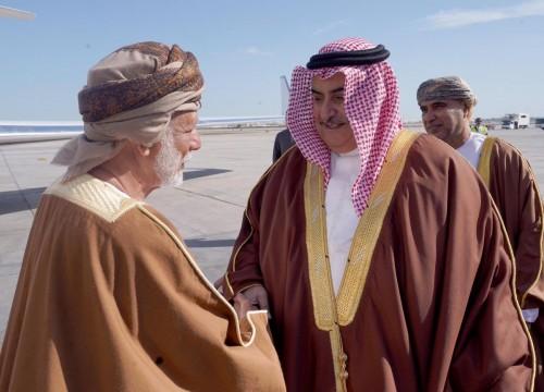 وزير الخارجية البحريني يلتقي نظيره العُماني