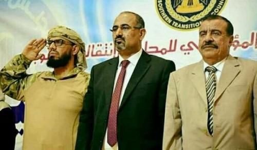 شاهد.. جنازة مهيبة للقيادي بالمجلس الانتقالي علي الكازمي في أبين