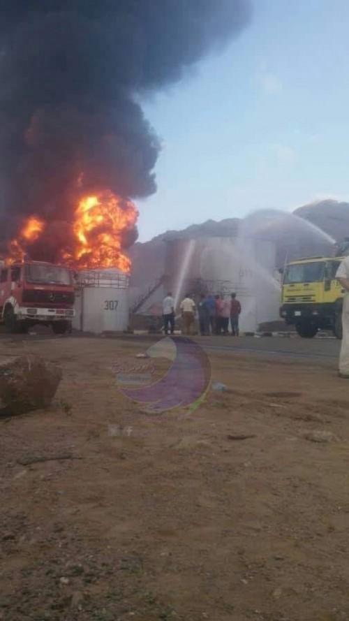مفاجأة.. حريق مصافي عدن لايزال مشتعلاً